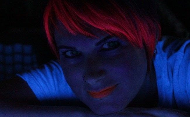 batom brilha na luz negra Conheça o batom que brilha na luz negra