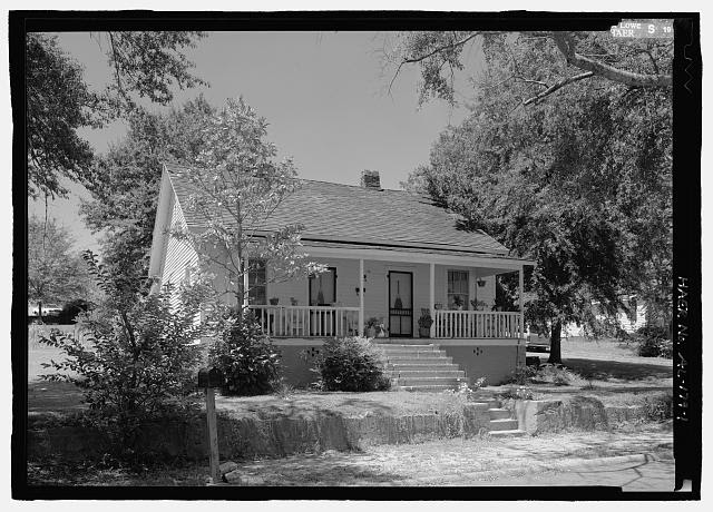 View looking northeast of 1002 South 1st Street, a side-gable duplex mill worker house for Lanett Cotton Mill - 1002 South First Street (House), 1002 South First Street, Lanett, Chambers County, AL