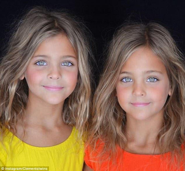 Ορισμένοι οπαδοί έχουν αμφισβητήσει αν τα κορίτσια φορούν μακιγιάζ σε ορισμένες φωτογραφίες