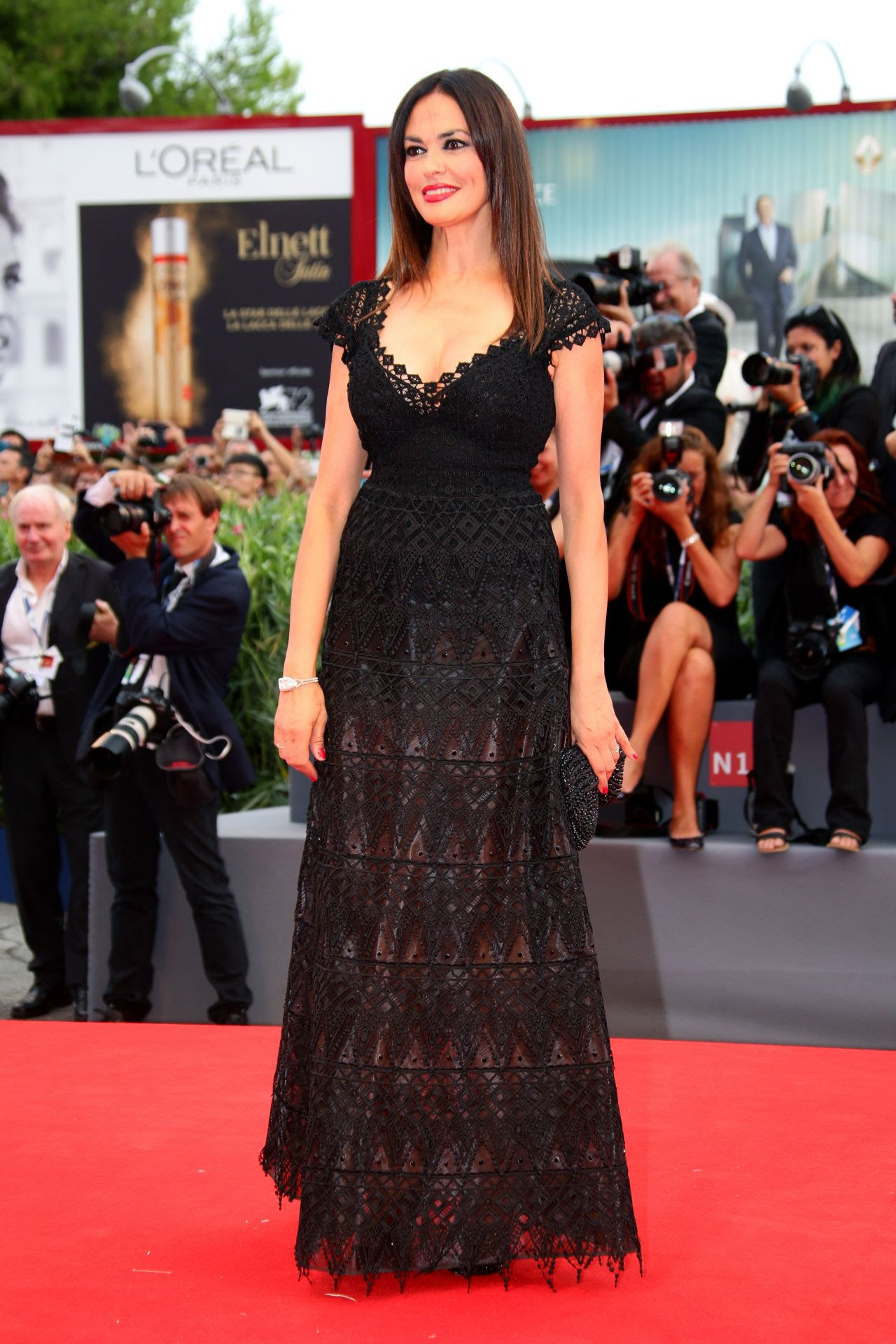 http://celebmafia.com/wp-content/uploads/2015/09/maria-grazia-cucinotta-opening-ceremony-and-premiere-of-everest-2015-venice-film-festival_1.jpg