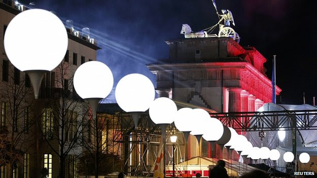 White balloons mark route of  Berlin Wall close to Brandenburg Gate. 8 Nov 2014