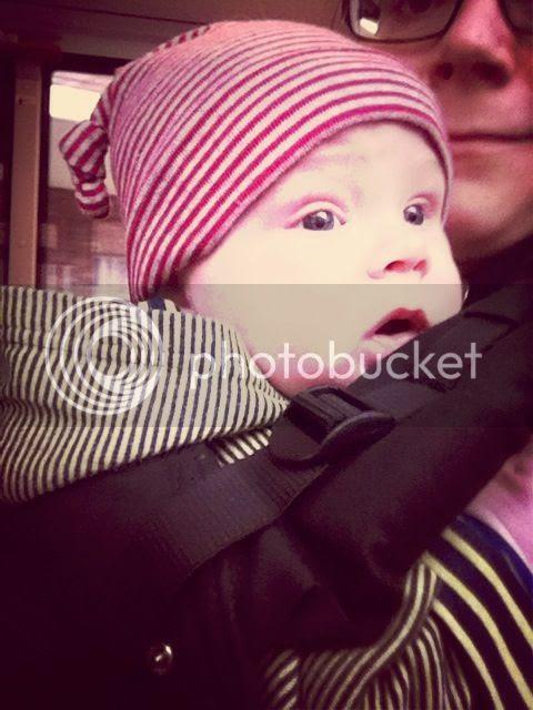 Baby mit Ringelmütze