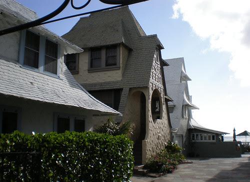 Tudor-revival cottages, Waikiki