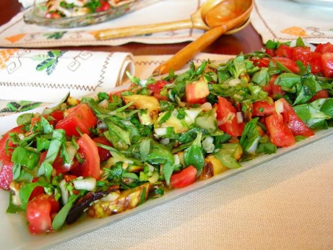 Semizotu ve Domatesli Izgara Kabak Salatası
