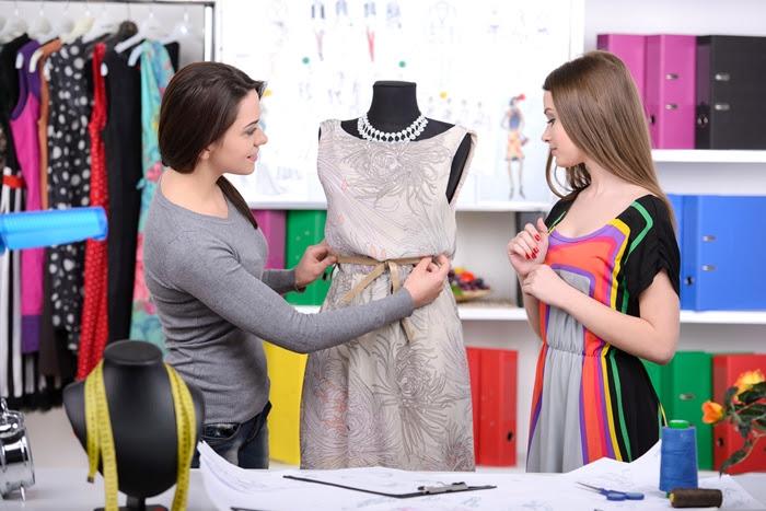 How To Become A Fashion Designer Fashion Designer Qualifications What Do Fashion Designers Do