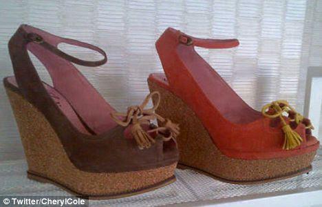 Esgueirar previsão: Cheryl exibiu dois dos pares de sapatos de sua segunda coleção para Stylistpick