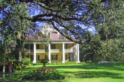 Houmas House framed by a live oak