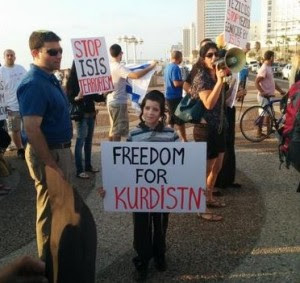 An Israeli Orthodox Jew protesting in front of the U.S. Embassy, in Tel Aviv, for Kurdish independence and more support for the embattled Yazidi. Photo: Twitter / Screenshot.