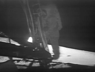 Apollo_11_first_step