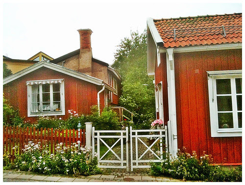 red cottages in nora