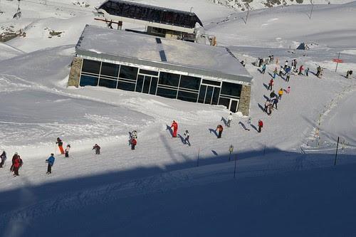 沿途都是在滑雪的人