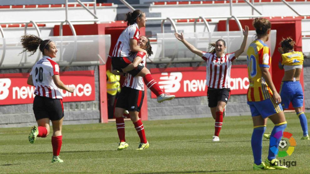 El Athletic vence al Valencia y se mantiene colíder junto a Barça y Atlético