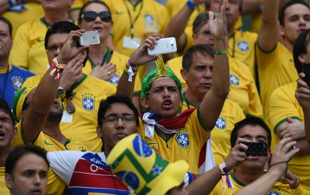 Hino Nacional Torcida Brasil x México (Foto: Bruno Domingos/Mowa Press)