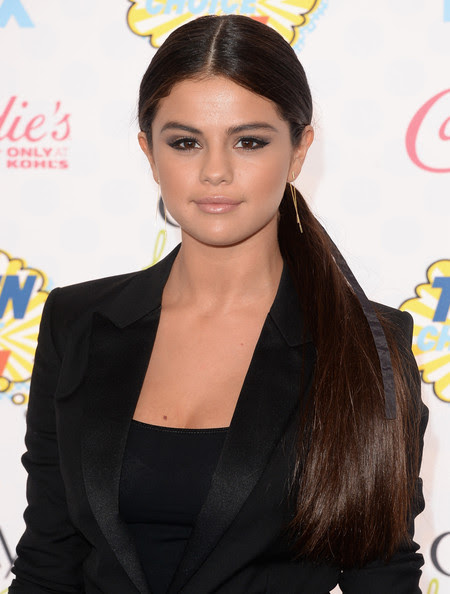 Selena Gomez's Sophisticated Ponytail and Sultry Smoky Eyes