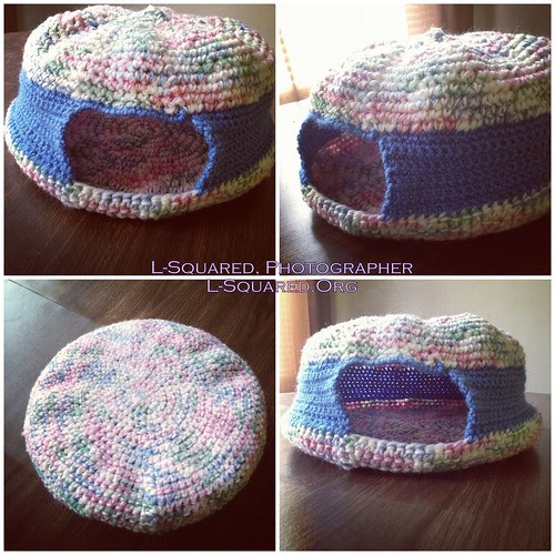 Dome-shaped cat bed with medium blue sides and pink and blue bottom and top