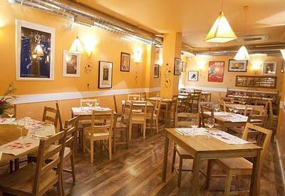 Imagen del salon del restaurante de la familia Bardem en el madrileño barrio de Chueca.