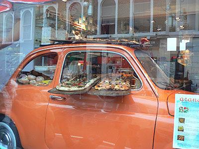 pizza en voiture.jpg
