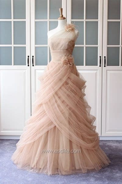 Oops I'm pinning another dream dress for my nonexistent