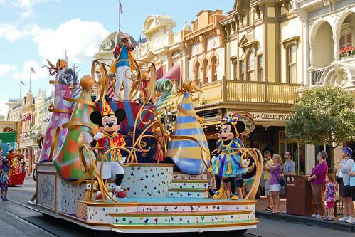 parade_mickeyminnie.jpg