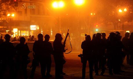 Police prepare to enter the Occupy Oakland encampment