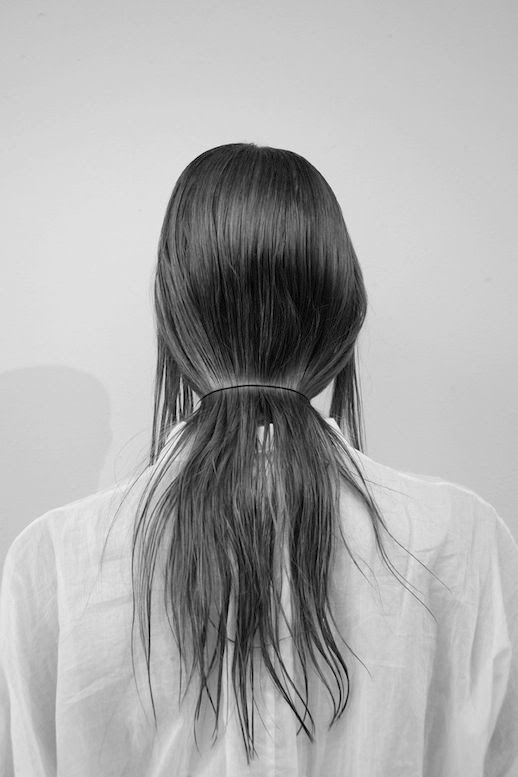 LE FASHION BLOG HAIR INSPIRATION LOW FLAT PONYTAIL THEYSKENS THEORY SS14 BLACK BUNGE HAIR BAND WHITE LOOSE SHEER SHIRT TOP EASY HAIR STYLE LITTLE TIME MINIMAL CHIC VIA OPAQUE GLITTER photo LEFASHIONBLOGHAIRINSPIRATIONLOWFLATPONYTAILTHEYSKENSTHEORYSS14VIAOPAQUEGLITTER.jpg