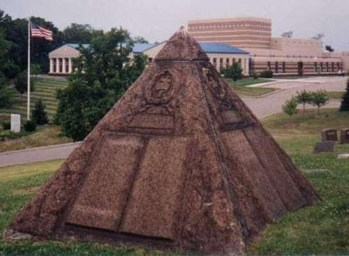 danger sectes sataniques  le tombeau de ch t  russel