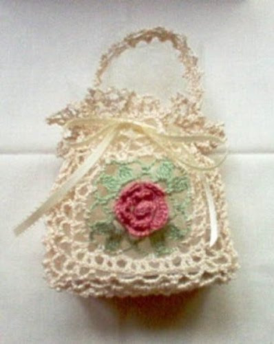 photo of victorian rose gift bag