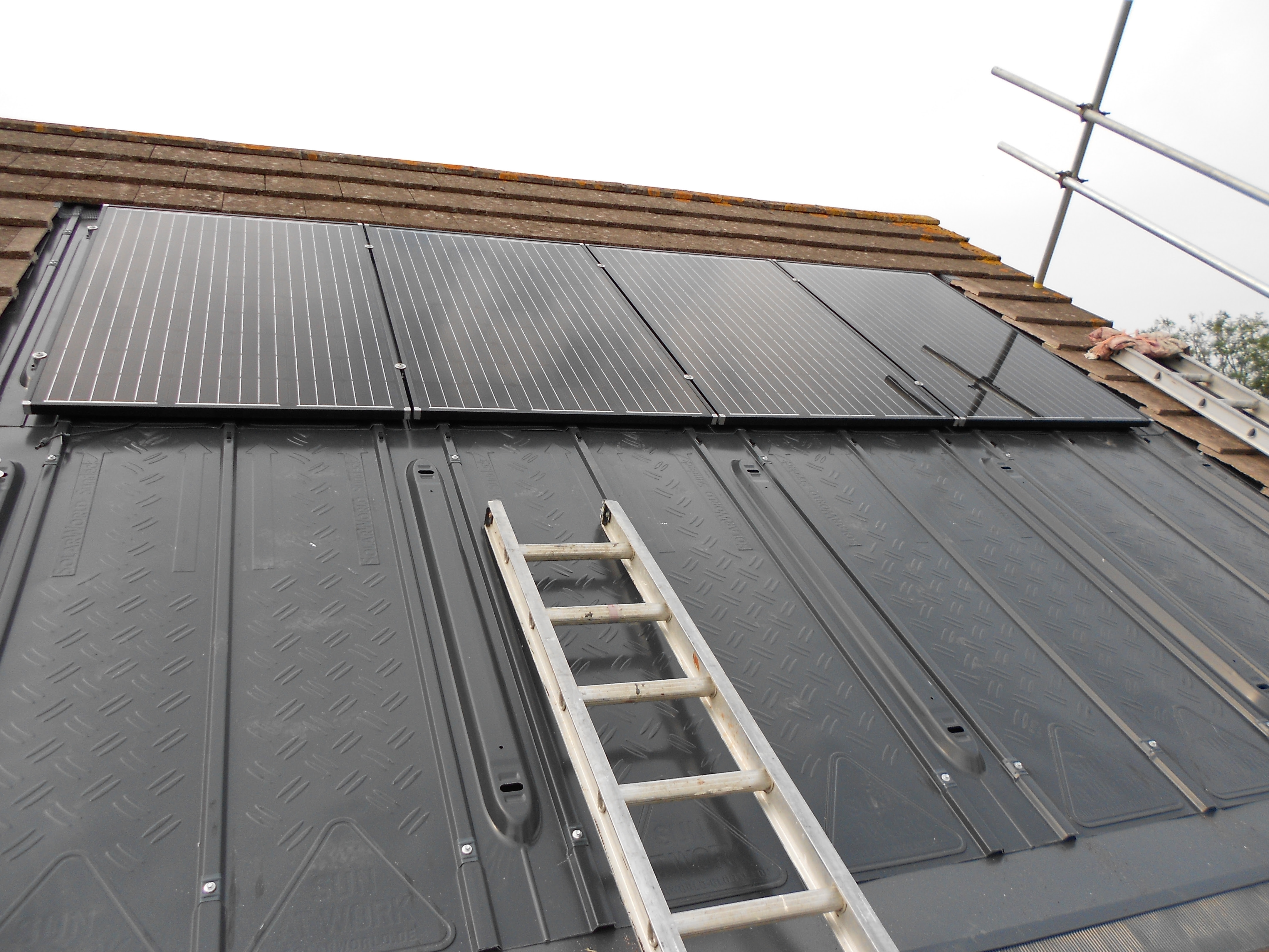 Removing solar panels from roof