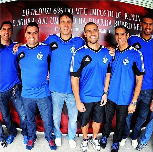 Atletas do Flamengo no lançamento da campanha Anjo da Guarda Rubro-Negro (Foto: Reprodução / Instagram)