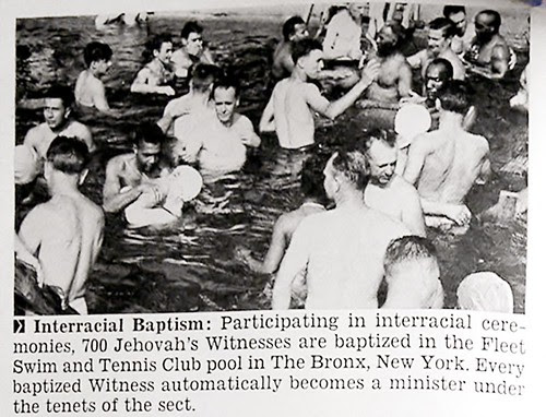 700 Jehovah's Witness Members In Interracial Baptism in The Bronx, New York - Jet Magazine August 4, 1955 por vieilles_annonces.