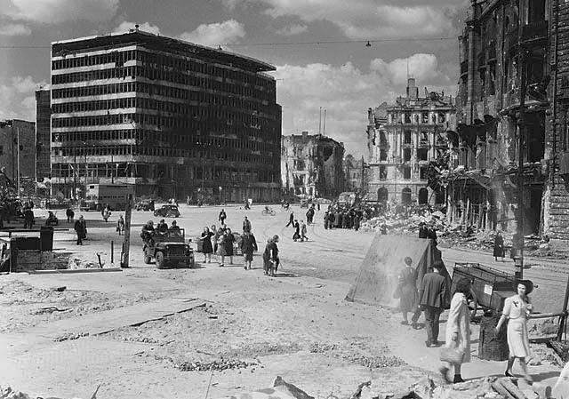 File:Potsdamer Platz 1945.jpg