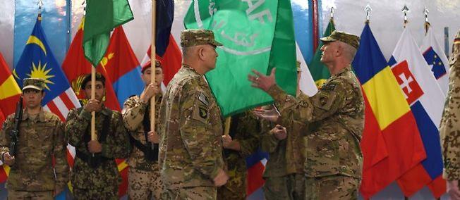 Cérémonie de retrait du drapeau de l'Isaf, à Kaboul.