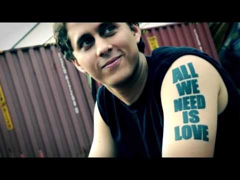 Graffitie en Homenaje a Canserbero (Video)