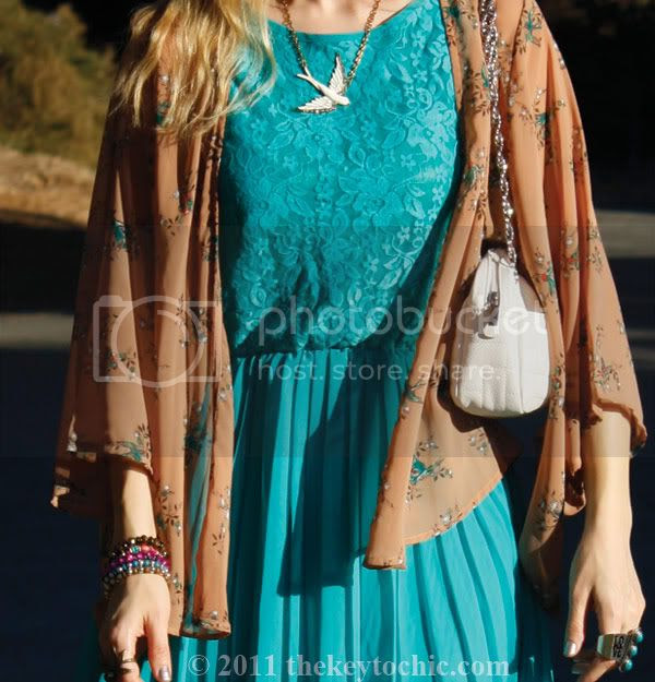 Forever 21 hummingbird kimono, lace dress, Steve Madden Shazzam gold heels, California fashion blog