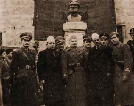 Kosovar Albanian political                     leaders with German and Italian occupation                     officials