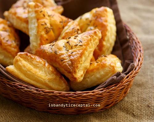Pyragėliai su raugintais kopūstais