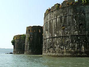 Janjira Fort bastions 3.jpg