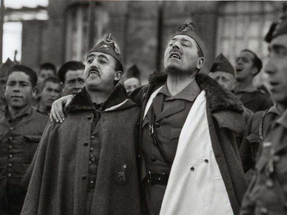 Francisco Franco y Millán Astray en el acto fundacional de la Legión.