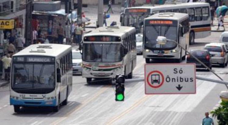 Caso seja aprovada no plenário da Câmara Municipal do Recife, as empresas de ônibus terão até seis meses para instalar os equipamentos na sua frota