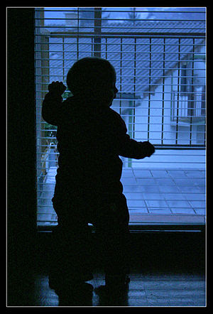 English: Silhouette of a child