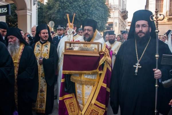 Φωτογραφίες από την υποδοχή της χείρας του Αγίου Νεκταρίου