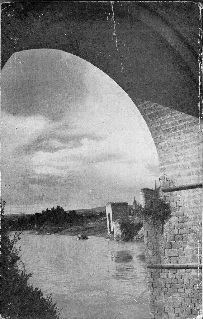 Baño de la Cava desde el Puente de San Martín a mediados del siglo XX