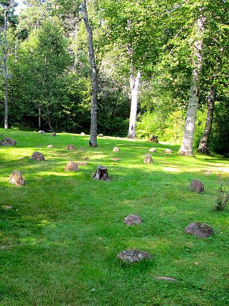 File:Vue du cimetière Long Pond.JPG