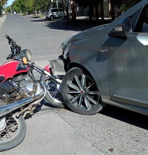Sólo lesiones leves tras un choque en el «canalito», en Roca