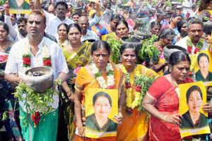 Jayalalithaa verdict: AIADMK hopeful of relief, party men hold prayers
