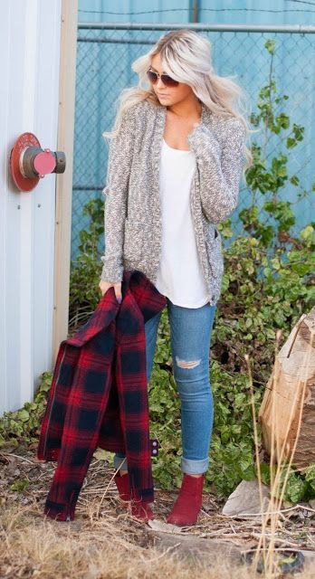 Fall fashion with sweater, cardigan and boyfriend jeans