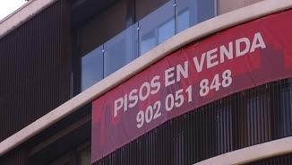 Un cartell de pisos en venda
