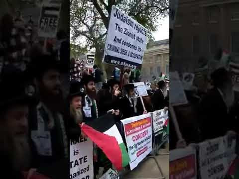 Hasidic Jews protesting against Israel