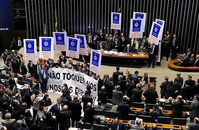 Plenário aprova texto-base da reforma trabalhista
