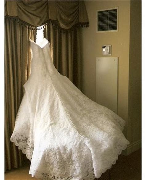 I've always adored Jessica Simpson's wedding dress from